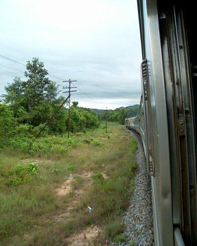Früh morgens nähert sich der Zug Chiang Mai