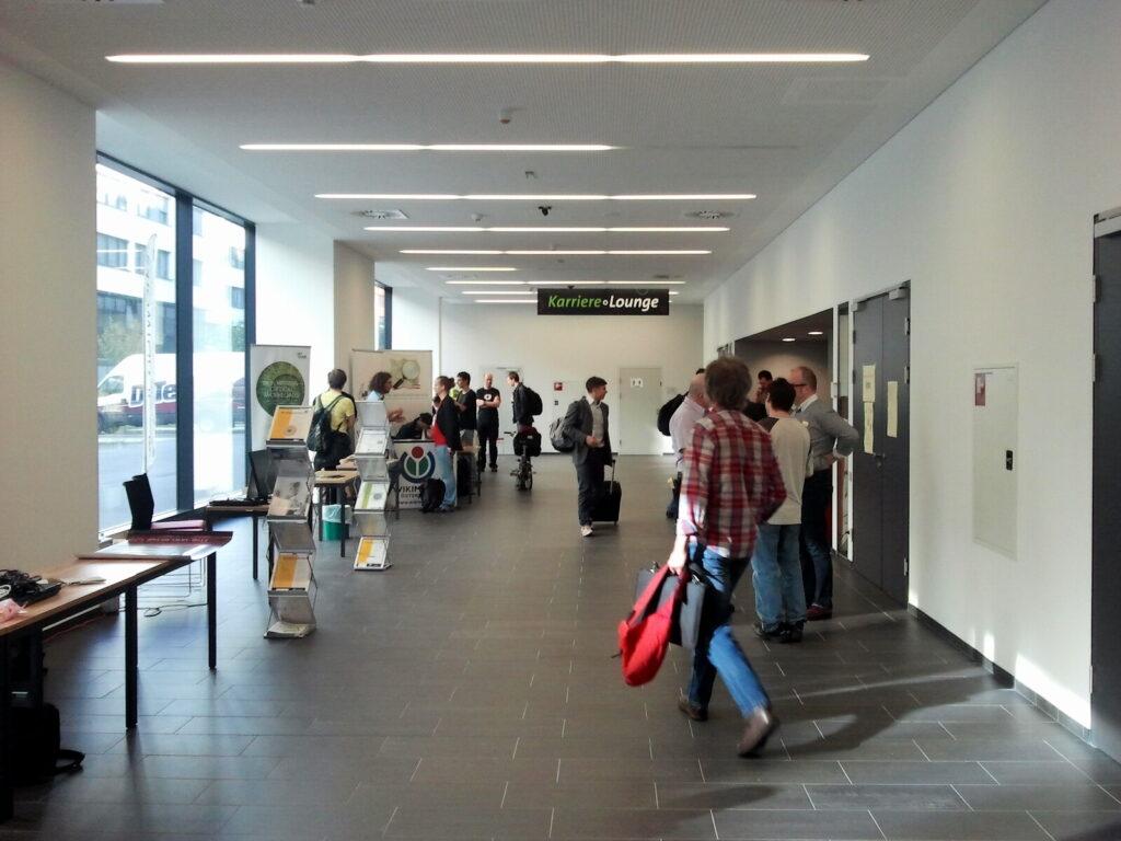 Empty hallway at Linuxwochen Wien