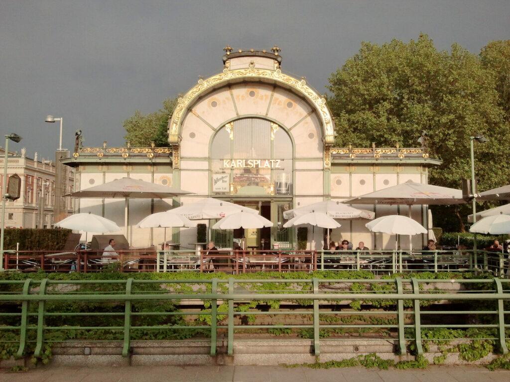 Subway station 'Karlsplatz'